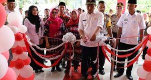 Bupati Parosil Mabsus meresmikan Puskesmas Rawat Inap Srimulyo,Rabu, 27 Februari 2019.