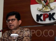 Wakil Ketua KPK, Laode M Syarif memberikan penjelasan mengenai OTT ketum PPP Romahurmuziy pada saat Konferensi pers di Gedung Merah Putih KPK, Jakarta, Sabtu, 16 Maret 2019. TEMPO/ Muhammad Fadhlan