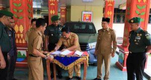 Penyerahan mobil operasional dari Pemkab Lampung Barat untuk Kodim Lampung Barat.
