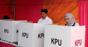 Bupati Parosil Mencoblos di TPS 8 Pekon Purawiwitan