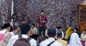Gubernur Ridho Ficardo pada acara safari Ramadan di Lampung Selatan, Jumat, 17 Mei 2019.