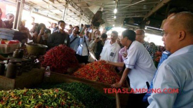 Pejabat Kemendag dan Dinas Perdagangan Lampung di Pasar Pasir Gintung, Kamis, 2 Mei 2019.