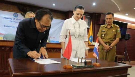 Penandatanganan kesepakatan kerjasama Universitas Lampung dengan University of Zagreb dan Vern University. Senin, 24 Juni 2019.