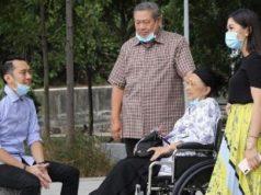 Ibas Yudhoyono bersama ibunya, Ani Yudhoyono, ayah, dan istrinya. Instagram.com