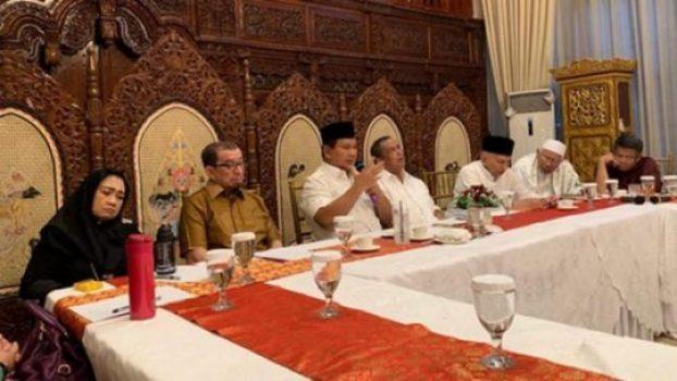 Prabowo Subianto menggelar rapat bersama petinggi partai koalisi pengusungnya di Jalan Kertanegara Nomor 4, Kebayoran Baru, Jakarta Selatan, Jumat, 28 Juni 2019. Foto: Twitter @fadlizon.