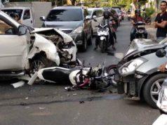 Bagian depan tiga kendaraan yang kecelakaan di Jl. Basuki Rahmat Bandarlampung, Sabtu pagi (15/6/2019) rusak parah.