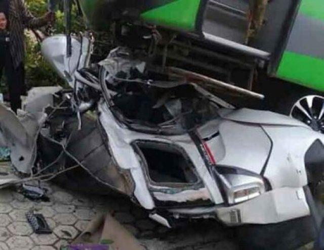 Kondisi Toyota Terios setelah terlibat tabrakan di Jalinsum wilayah Lampung Utara, Senin, 29 Juli 2019.