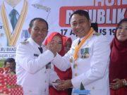 Bupati Agung Ilmu Mangkunegara (kanan) bersama Wakil Bupati Budi Utomo berpose usai perayaan HUT-nya yang ke-37.