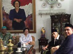 KH Maimun Zubair ketika berpamitan kepada Presiden Kelima RI Megawati Soekarnoputri, sehari sebelum berangkat haji. Dia datang bersama putranya yang juga Wakil Gubernur Jawa Tengah, Taj Yasin ke kediaman Megawati di Jalan Teuku Umar, Menteng, Jakarta Pusat, Sabtu, 27 Juli 2019. Dok. Istimewa