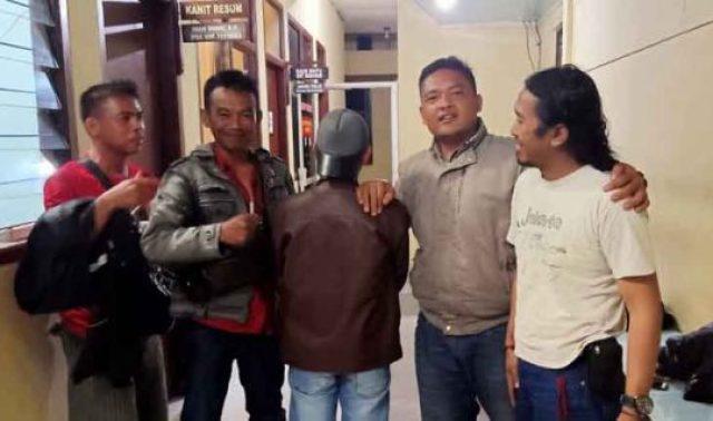 Tersangka MS dibekuk polisi sekitar jam setelah kejadian pembunuhan di arena sabung ayam di Pekon Tanjung Gunung, Pulau Panggung, Tanggamus (Foto: dok Lampung TV)