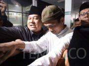 Abdul Somad tiba di gedung MUI, Jakarta, Rabu, 21 Agustus 2019. Somad menjadi sorotan publik setelah videonya yang mengomentari soal salib dinilai menyinggung umat Kristen hingga dilaporkan sejumlah organisasi ke kepolisian atas dugaan penistaan agama. TEMPO/Subekti