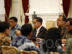 Presiden Joko Widodo saat membahas RKUHP bersama Pimpinan DPR, Pimpinan Komisi III dan pimpinan fraksi-fraski DPR di Istana Merdeka, Jakarta, Senin 23 September 2019. Pertemuan tersebut merupakan tindak lanjut dari permintaan Jokowi yang meminta DPR menunda pengesahan sekaligus membahas 14 pasal bermasalah dalam RKUHP. TEMPO/Subekti.