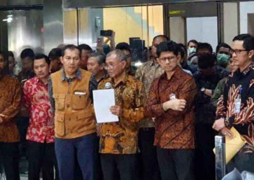 Agus Rahardjo (tengah) menyampaikan keterangan pers soal revisi UU KPK. (Foto: Bisnis.com)