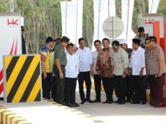 Presiden Jokowi usai meresmikan ruas tol Terbanggi Besar - Pematang Panggang - Kayu Agung, Jumat sore (15/11/2019).