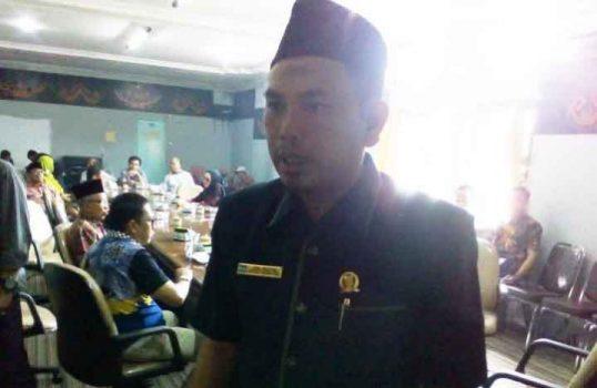 Ketua Komisi III DPRD Lampung Utara, Jony Bedial, menjawab pertanyaan wartawan, usai rapat dengar pendapat bersama perwakilan PT TWBP dan perwakilan warga Desa Blambanganpagar, Kamis (30/1/2020).