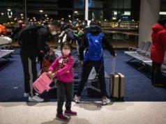 Penumpang mengenakan masker pelindung sedang menunggu untuk naik pesawat di Bandara Pudong Shanghai pada 4 Februari 2020. FOTO: EPA-EFE via Straits Times