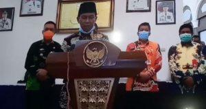 Plt Bupati Lampung Utara Budi Utomo menjelaskan perkembangan kasus virus corona di Lampung Utara, Kamis malam (9/4/2020).
