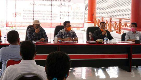 Plt Bupati Lampung Selatan, H. Nanang Ermanto saat memberikan pengarahan terkait refocusing DD untuk penanganan Covid-19.