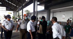 PT KAI Tanjungkarang pantau penumpang untuk antisipasi Covid-19.