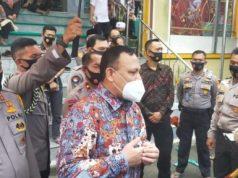 Ketua KPK Firli Bahuri memberikan keterangan kepada para wartawan di Polda Lampung, Jumat (7/8/2020).
