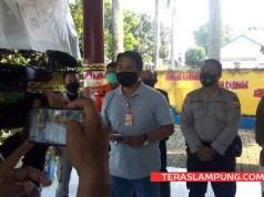 Ketua Posko Sekretariat Gugus Tugas Percepatan Penangan Covid-19 Lampung Utara, Sanny Lumi, menjelaskan penambahan kasus baru Covid-19 di Lampung Utara, Sabtu (12/9/2020).