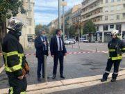 Sejumlah petugas keamanan berjaga di depan Basilika Notre Dame di Nice, Prancis. Wilayah tersebut tampak dilarang untuk umum setelah aksi penyerangan oleh oknum bersenjata tajam menewaskan tiga orang, Kamis (29/10/2020) - Twitter/@cestrosi