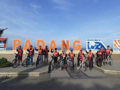 Komunitas sepeda Go Gowes Genre Ranah Minang (3G RM) saat mengelilingi kawasan wisata Tapi Laut di Kota Padang. (Dok. Istimewa)