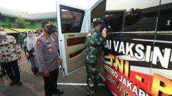 Panglima TNI dan Kapolri meninjau gerai vaksnasi keliling, Kamis (22/7/2021).