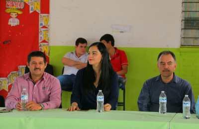 Entrega Alcaldesa de Angostura de obras en escuelas en la Cabecera Municipal