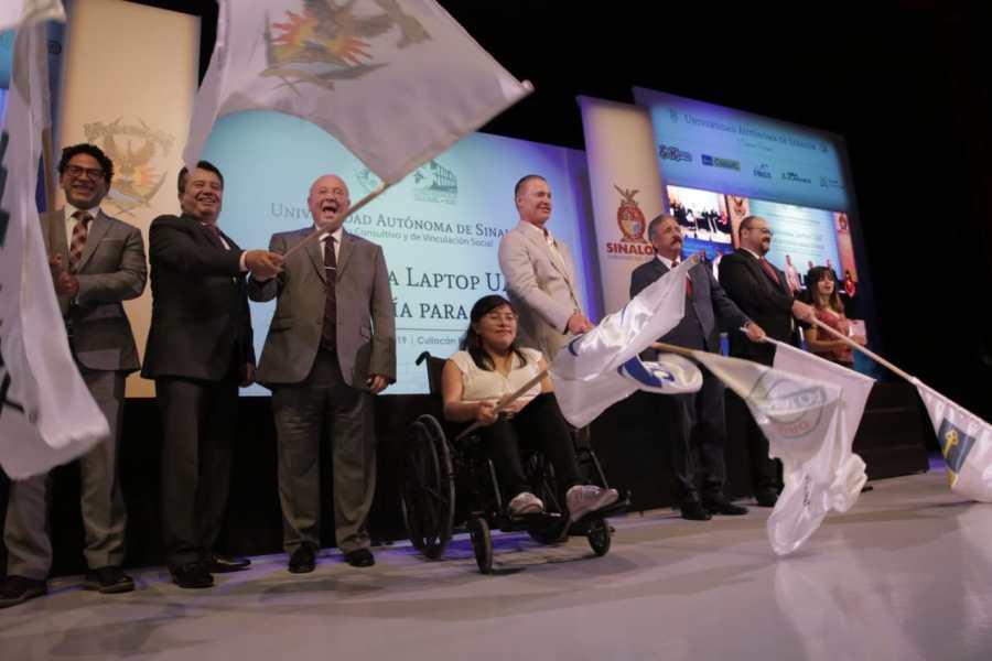 Pone en marcha Quirino programa de equipamiento de computadoras en la UAS