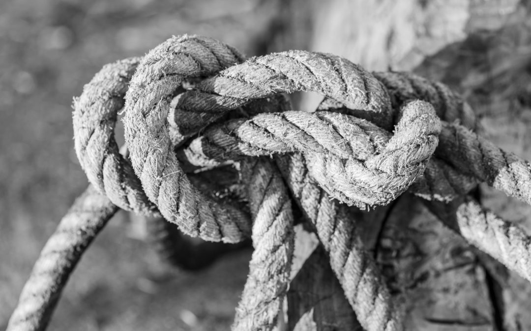 Instructional Designers: Thinking in Groups or Groupthink – Untying the Knot.