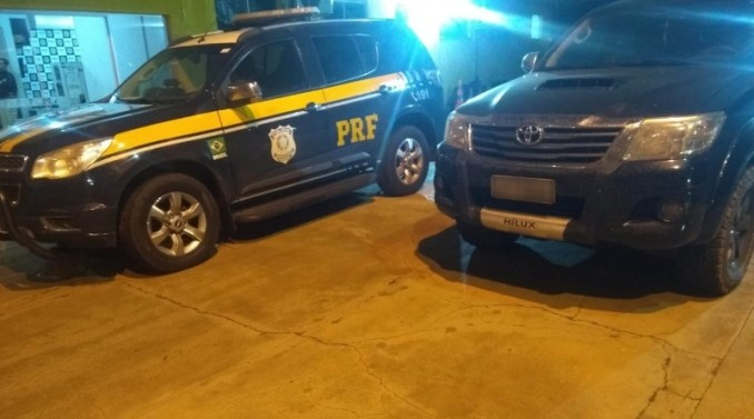 PRF recupera em Água Clara caminhonete roubada de vítima de sequestro e cárcere privado