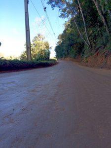 Estrada Alegria, no 3º Distrito, recebe manutenção da Agricultura