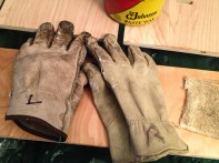 Yes, I actually put L + R on my gloves. I have a few identical pair and it helps.