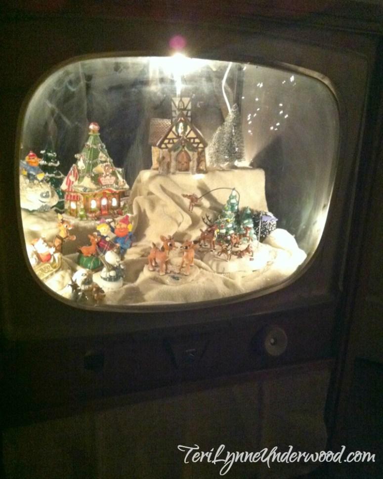 Rudolph Village in antique TV