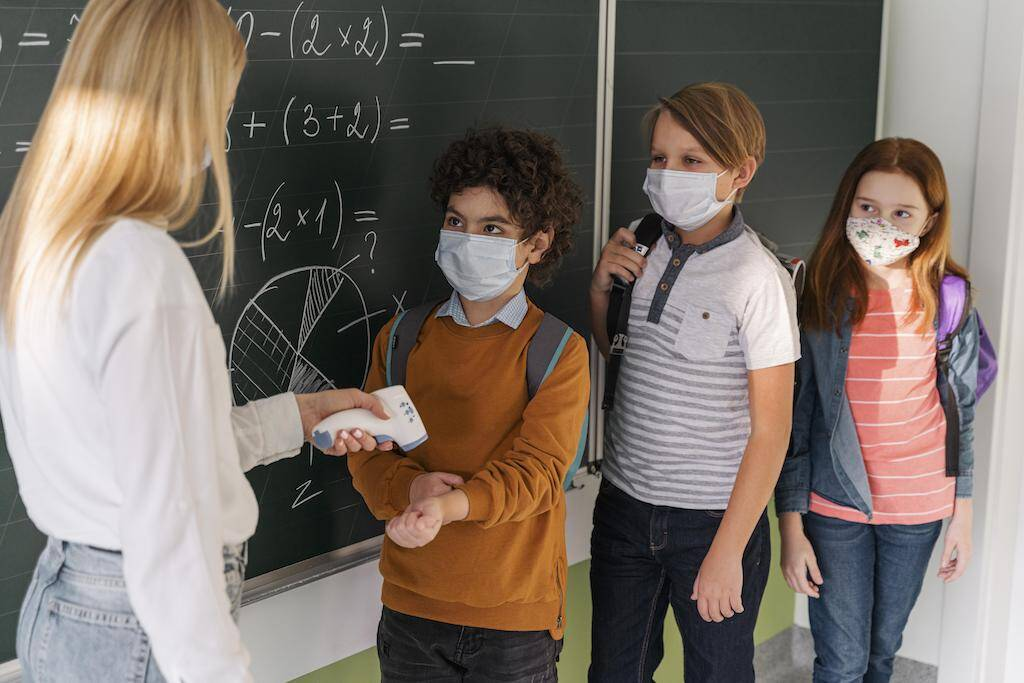 Higiene em salas de aula - Cuidados alunos nas escolas com o COVID-19