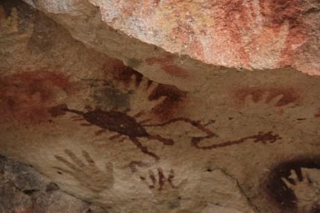 Figura abstrata da terceira geração, que viveu no local a cerca de 3 mil anos atrás
