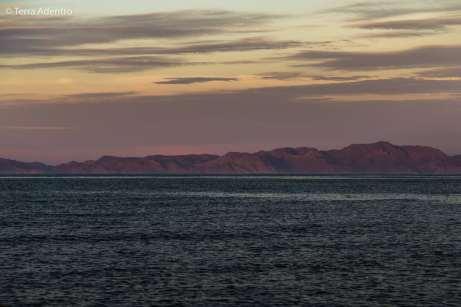 Montanhas ao fundo do Mar de Cortez