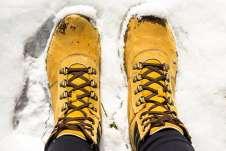 Afundando os pés na neve