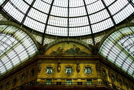 Galleria Vittorio Emanuele II from inside the arcade(photo Dave Cameron2006)