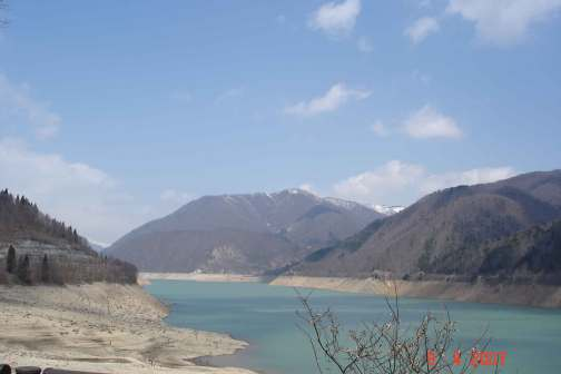 Scenic view artificial lake Miboro Dam Takayama 450-year-old-Cherry-blossom