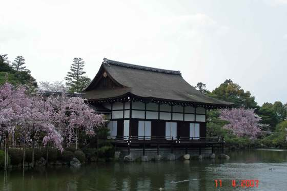 Shobikan-on-Sieho-ike-(pond