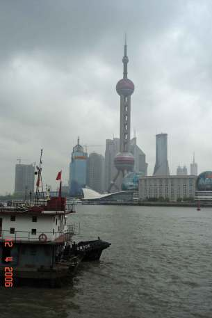 Huangpu-River-Pudong-district-Oriental Pearl TV Tower