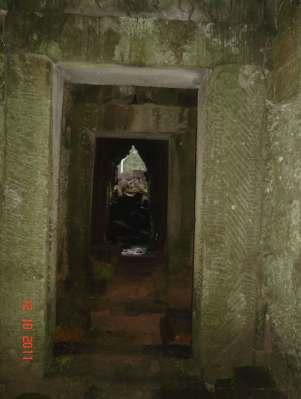 AngkorThomDoorwayStriated
