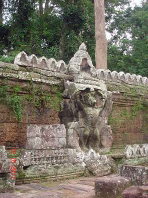 Giant-Garuda-on-East-wall
