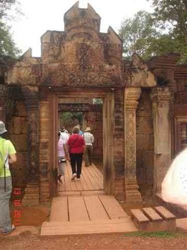 Entrance-Gopura-E.Pediment-Benteay Srei