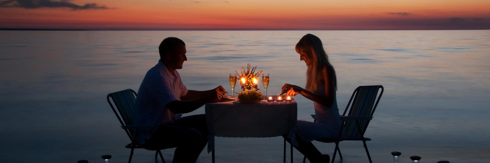 ROMANTIC SUNSET COUPLE HEALTHY HOMEMADE DINNER  BOTTLE OF