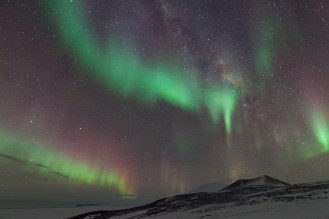 08. Aurora and Milky Way over Mount Erebus