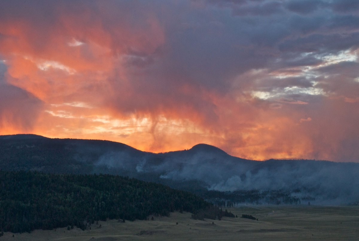 Fiery sunset as the Thompson Ridge wildfire burns in New Mexico