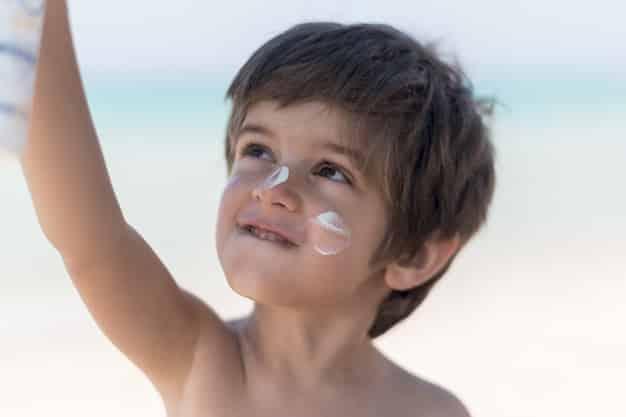 Uso de repelente deve ser moderado: dermatologista alerta para cuidado com as crianças